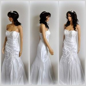 Dresses & Skirts - Beaded Lace Ivory Bridal Gown Wedding Dress